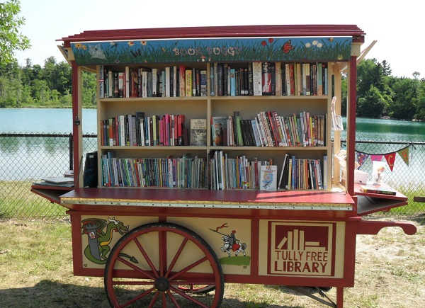TheBookBuggyatGreenLake Book Buggy Brings Summer Reads to Beachgoers