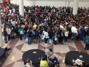 Attendees stood in line for hours to see author John Green. Image courtesy @Stanguderski