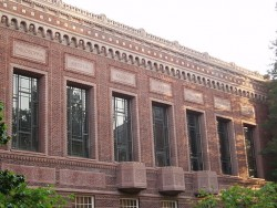 Knight Library, University of Oregon (photo credit: User: Akendall, via Wikimedia Commons)