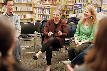 IN HER ELEMENT: Pearl talks books with Leon Kinsley (l.), Denise Douglas-Baird, and other MLIS students from the University of Washington's iSchool at the University Book Store in Seattle. Photo by Ron Wurzer/Getty Images