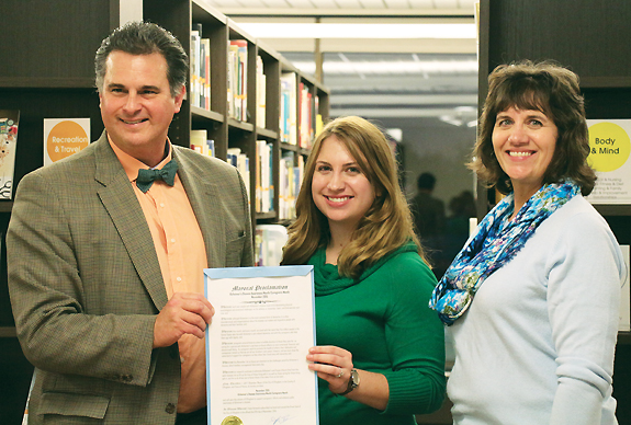 MEMORIALIZED (l.–r.): Jeff Bloemker, mayor of Effingham, IL, at the Forget-Me-Not Resource Center with founders  Amy Sobrino and Shannon Nosbisch